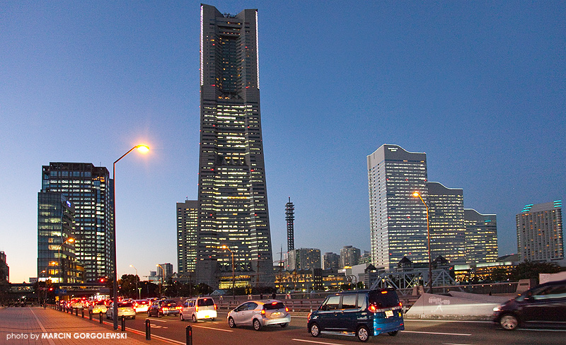 Landmark_Tower,Queen's_Tower,Kenmin_Kyosai_Plaza